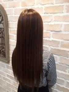 髪の毛伸ばしてます。。